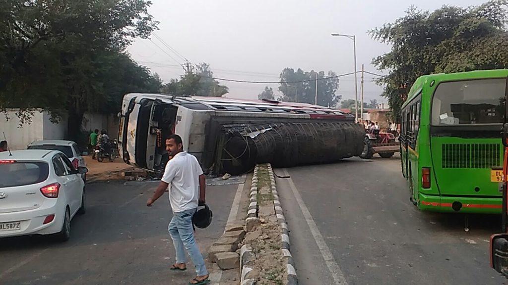 Alipur Bus Accident Bakhtawarpur Road