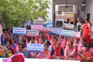 जनसंख्या स्थिरीकरण पखवाङे के तहत परिवार नियोजन की जन जागारुकता के लिए स्वास्थ्य कर्मीयों ने किया रैली का आयोजन