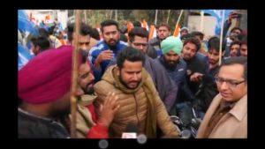 दिल्ली के सिंघु बॉर्डर पर पहुंचे NSUI के छात्र दिल्ली पुलिस ने बॉर्डर पर रोका