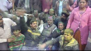दिल्ली के बुराड़ी में सेना की पाकिस्तान पर  कार्रवाई पर विजय जुलूस, पटाखे , गुलाल , ढोल बजाकर खुशी मनाई।
