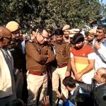 दिल्ली के बवाना में दिनदहाड़े सरेआम युवक की गोलियों मारकर हत्या, गुस्साए परिजनों ने शव रखकर सड़क पर किया प्रदर्शन